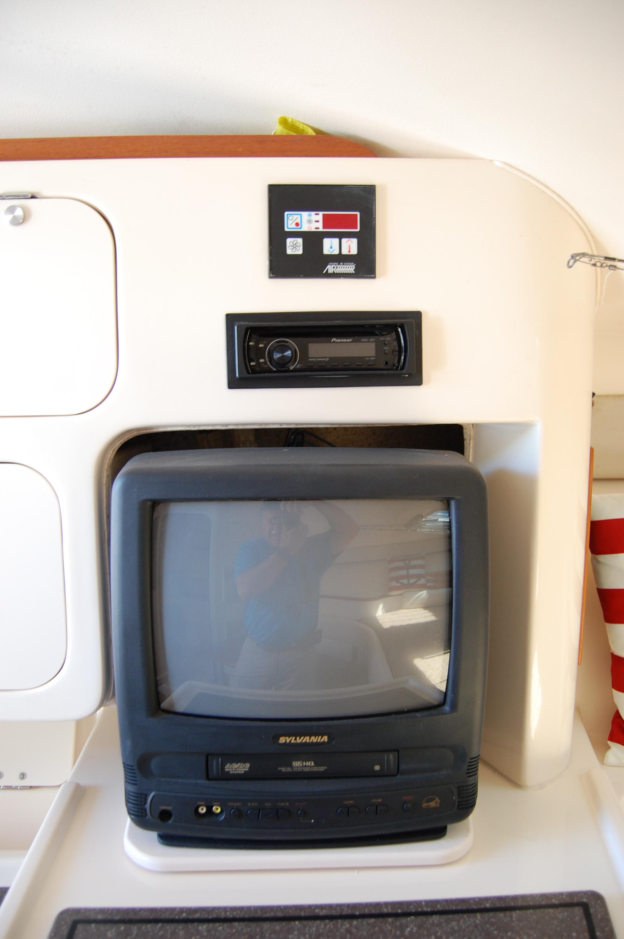 2002 Grady White 330 Express, HVAC Control panel, Pioneer stereo, Sylvania TV/VCR player