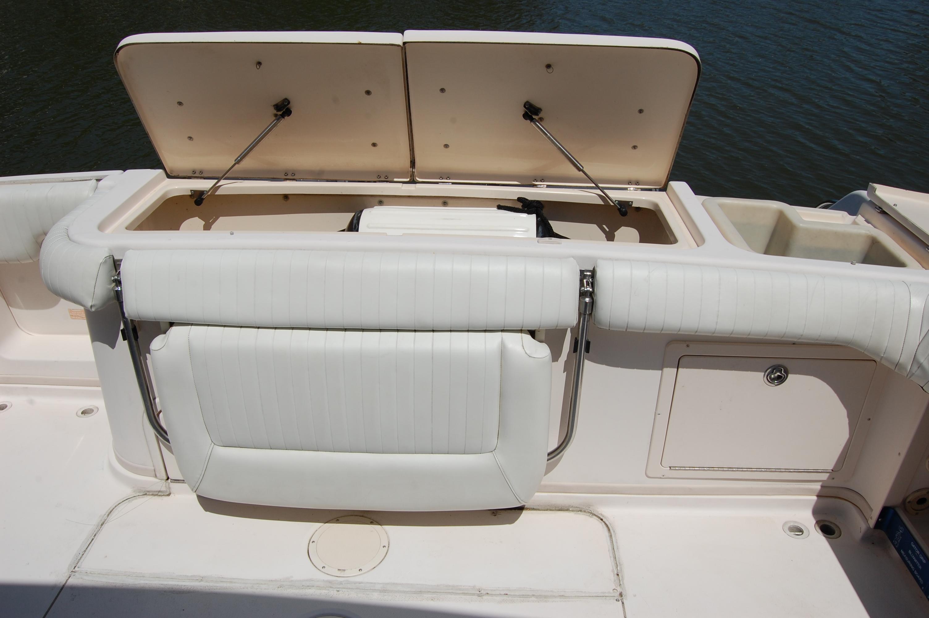 2002 Grady White 330 Express, XL transom fishbox