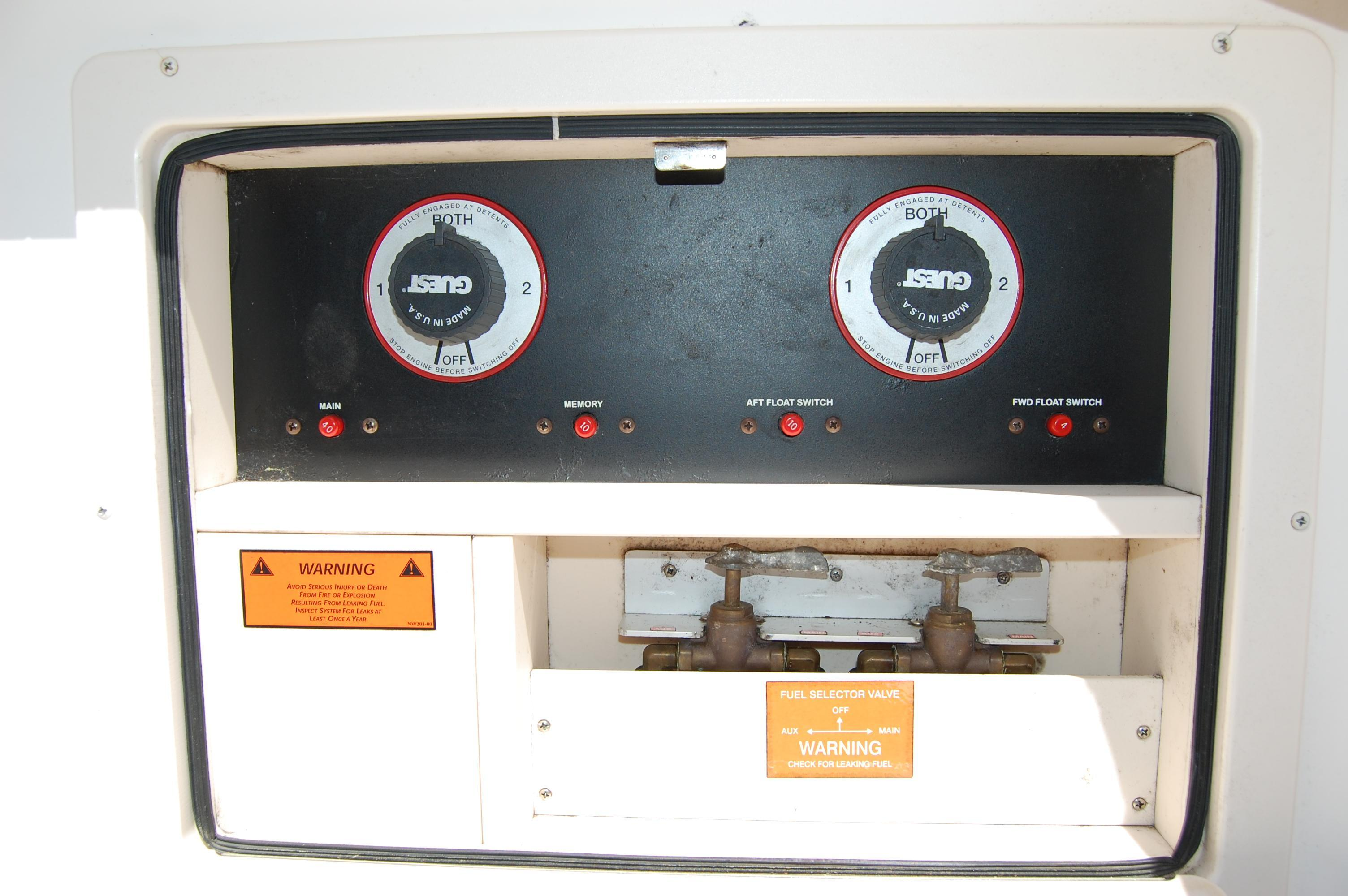 2002 Grady White 330 Express, battery switches