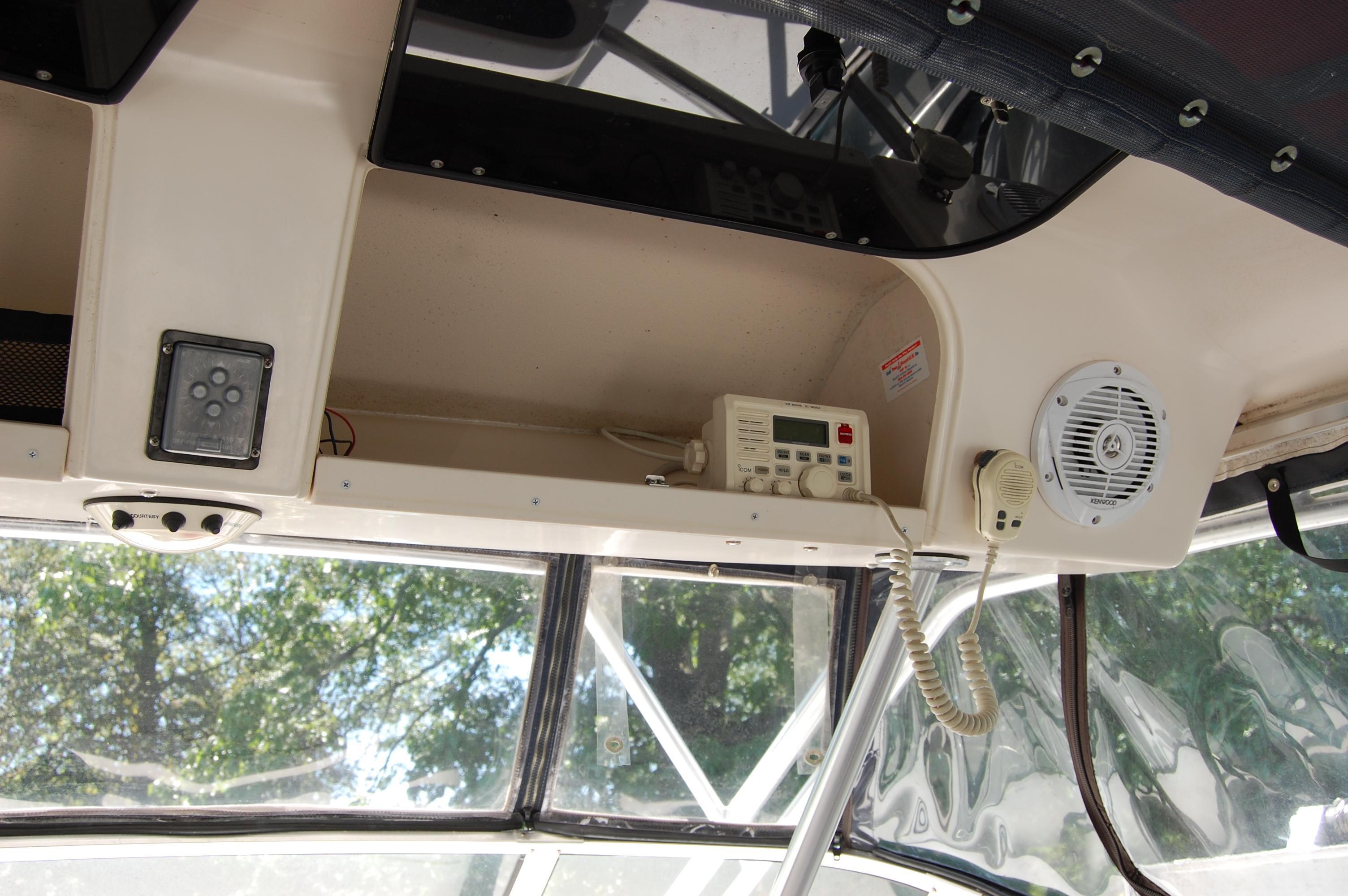 2002 Grady White 330 Express, Icom VHF Radio, Guest remote spotlight, Dome light