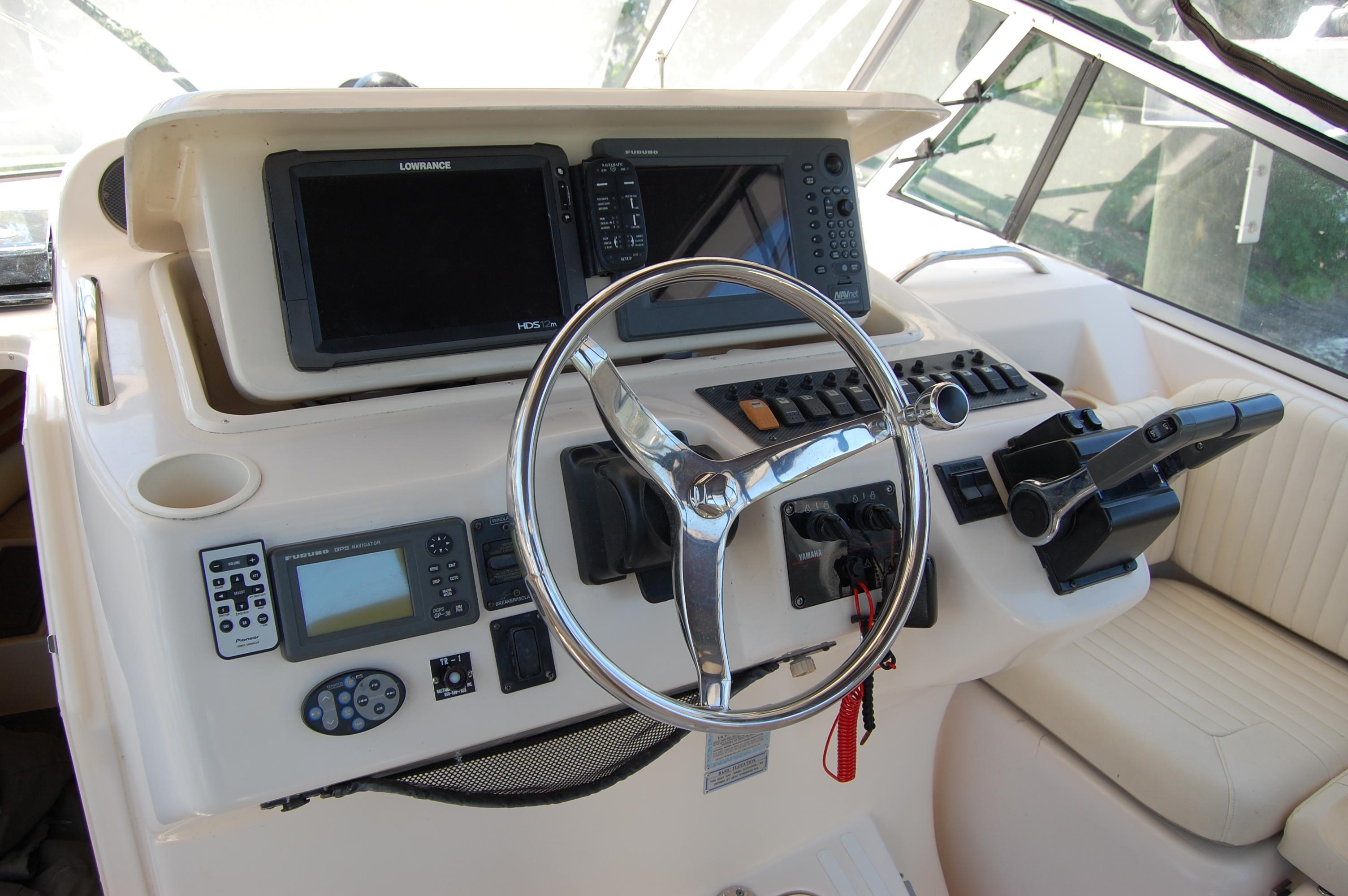 2002 Grady White 330 Express, dash raises electrically