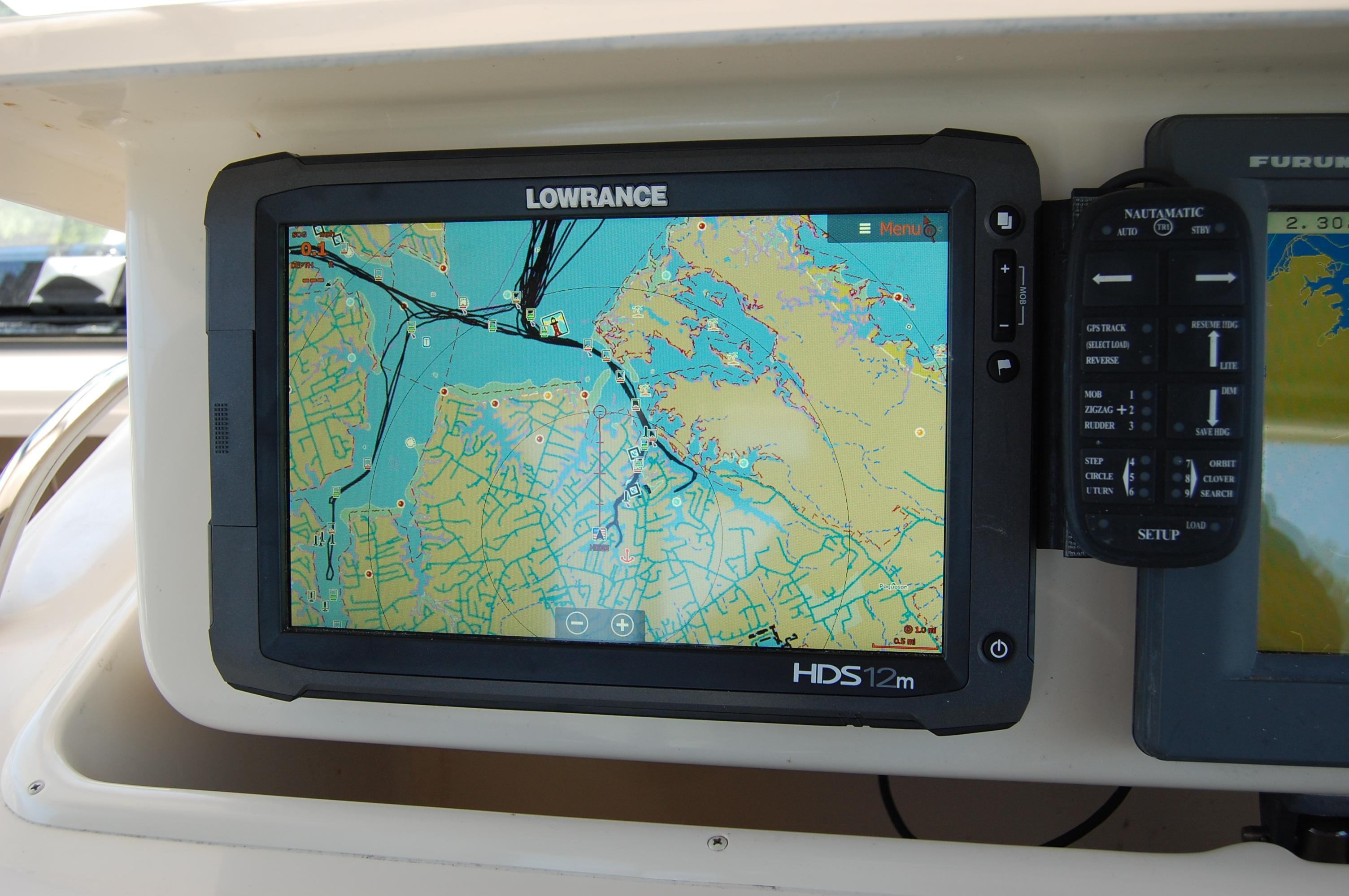 2002 Grady White 330 Express, Lowrance HDS plotter
