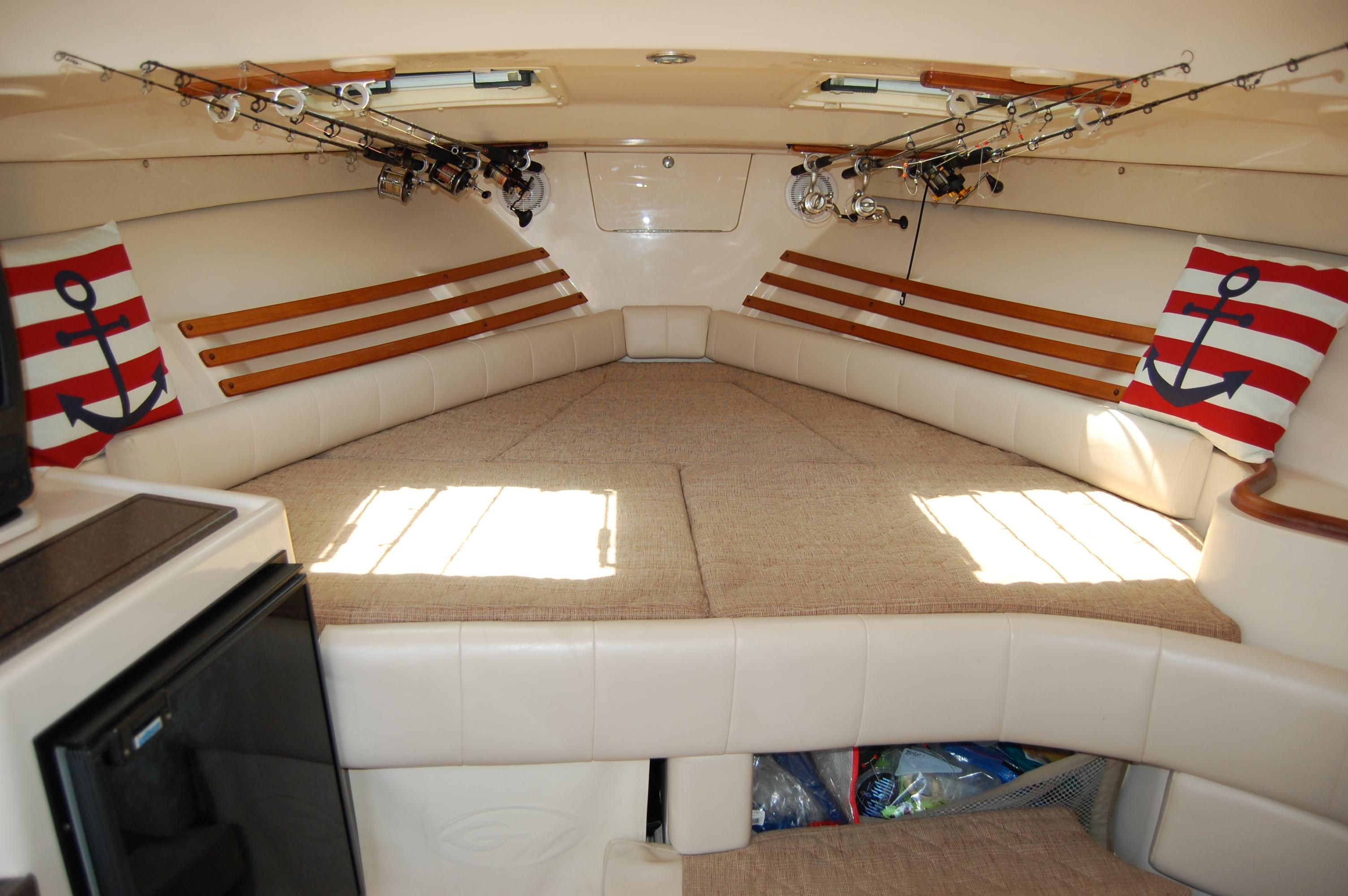 2002 Grady White 330 Express,  full V-berth