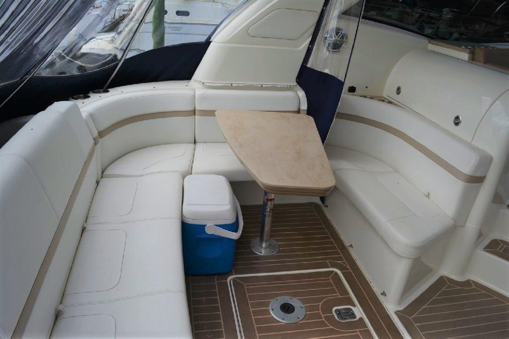 Formula 45 Yacht - Cockpit Seating