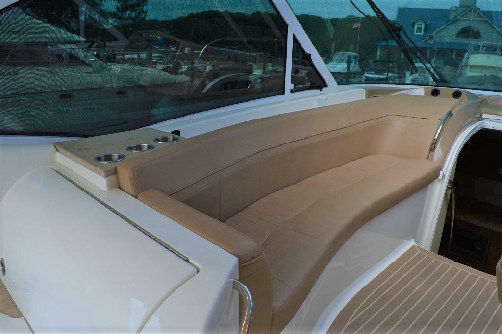 Formula 45 Yacht - Portside Seating