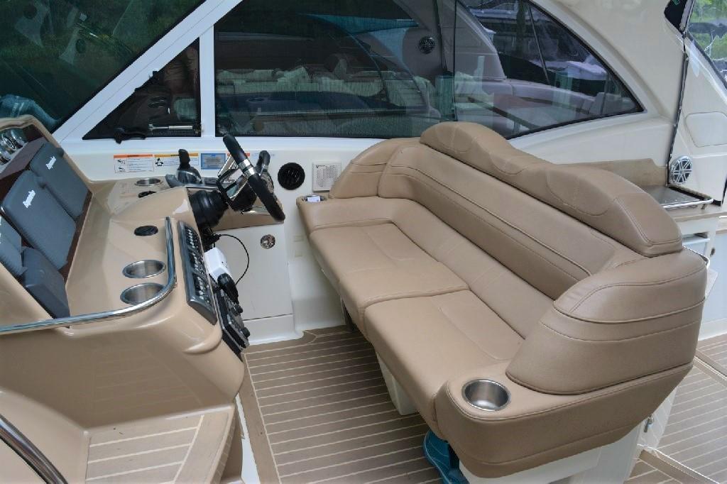Formula 45 Yacht - Helm Seating