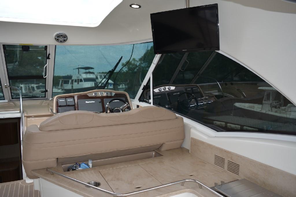 Formula 45 Yacht - Cockpit TV