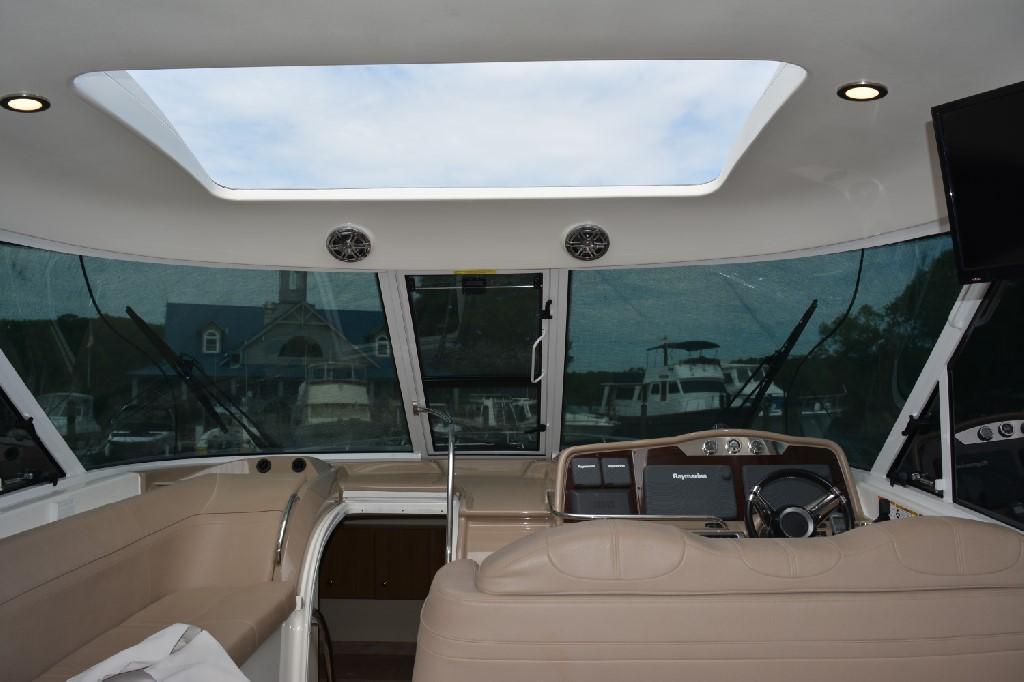 Formula 45 Yacht - Sunroof Open
