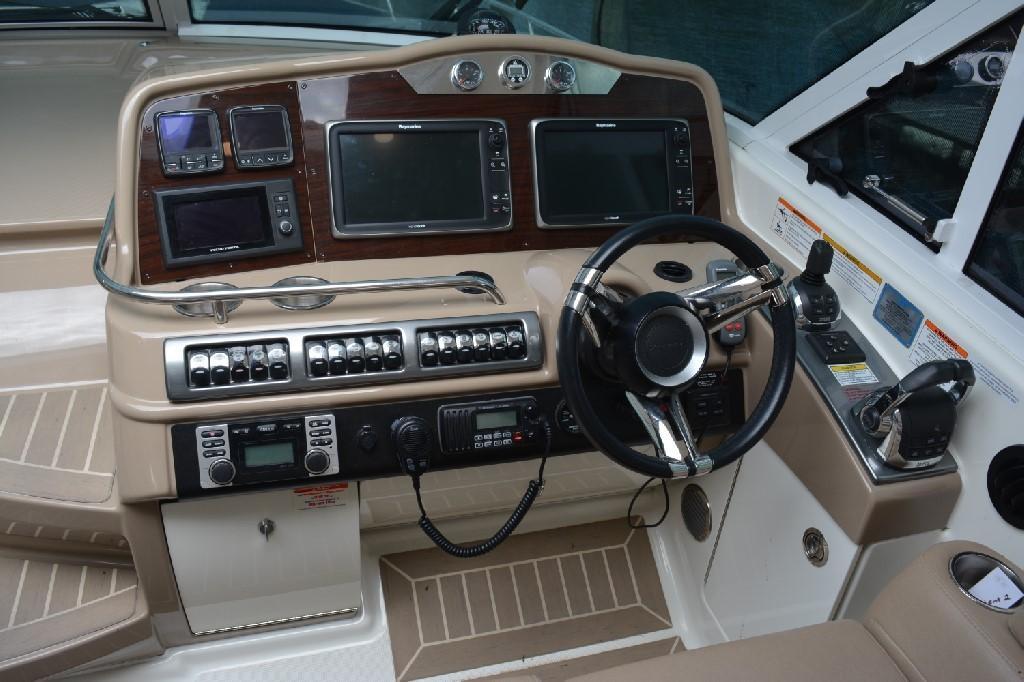Formula 45 Yacht - Helm 2