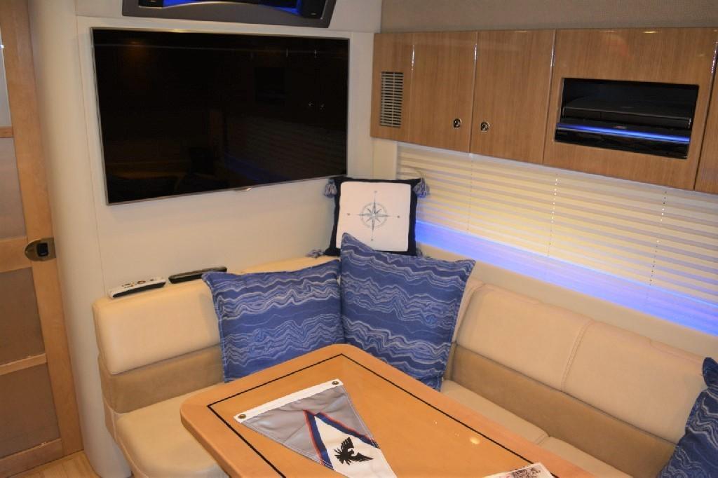 Formula 45 Yacht - Salon TV