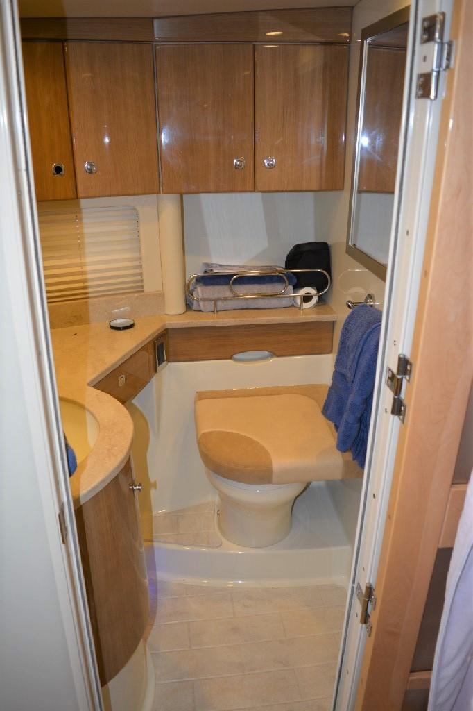 Formula 45 Yacht - Master Head Closet