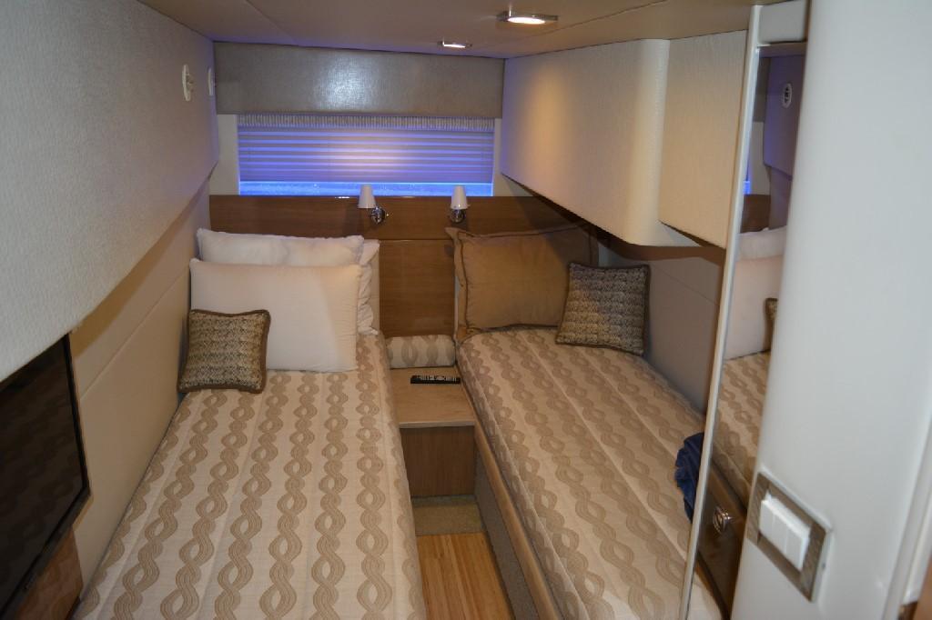 Formula 45 Yacht - Mid Cabin Berths