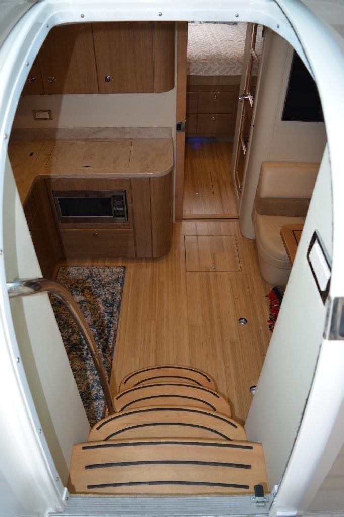 Formula 45 Yacht - Cabin Entrance
