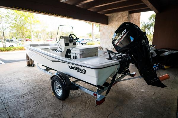 2022 Mako boat for sale, model of the boat is Pro Skiff 15 CC & Image # 2 of 23