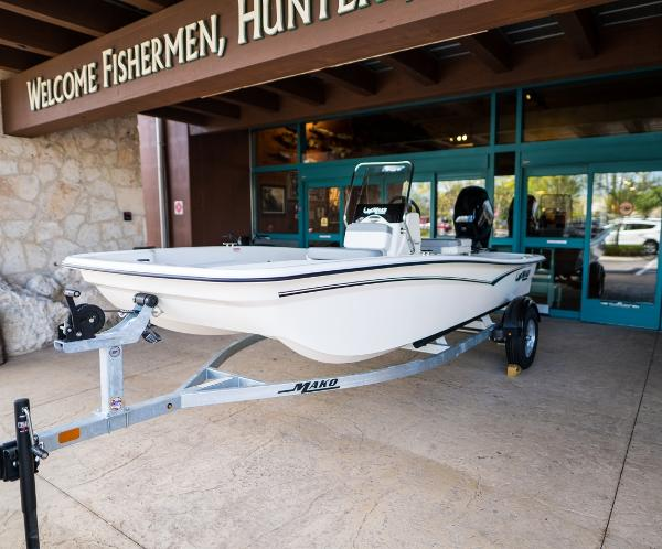 2022 Mako boat for sale, model of the boat is Pro Skiff 15 CC & Image # 3 of 23