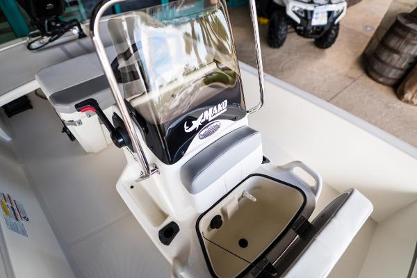 2022 Mako boat for sale, model of the boat is Pro Skiff 15 CC & Image # 11 of 23