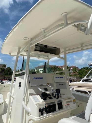 2018 Mako boat for sale, model of the boat is 284 CC & Image # 4 of 16