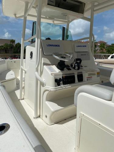 2018 Mako boat for sale, model of the boat is 284 CC & Image # 6 of 16