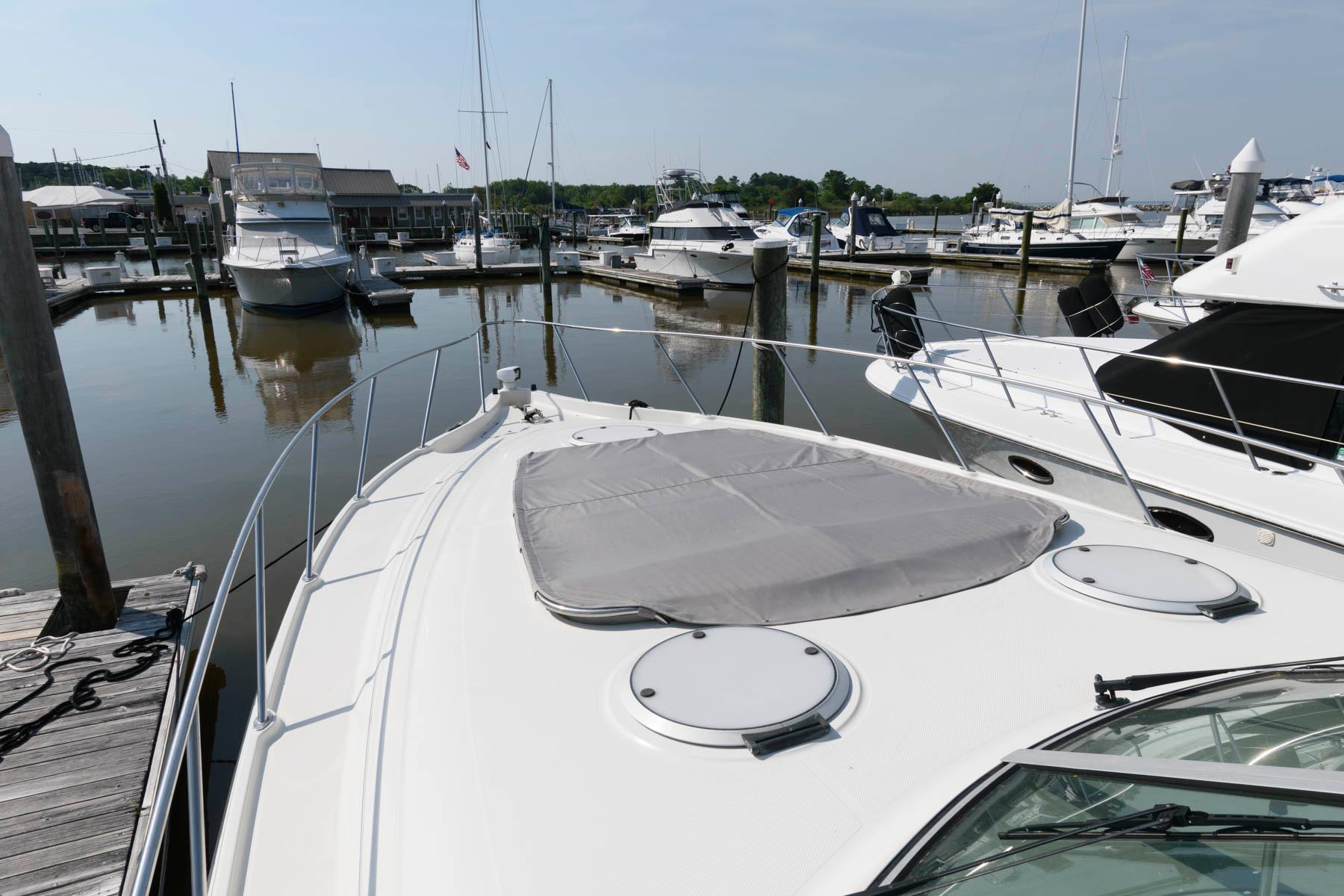 M 6083 MD Knot 10 Yacht Sales