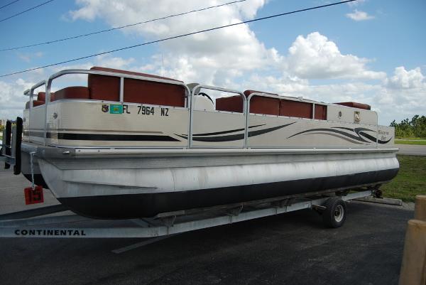 2010 Misty Harbor boat for sale, model of the boat is Biscayne Bay & Image # 4 of 11