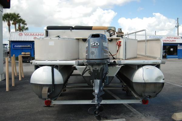 2010 Misty Harbor boat for sale, model of the boat is Biscayne Bay & Image # 5 of 11