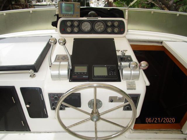 54' Ocean Alexander flybridge helm