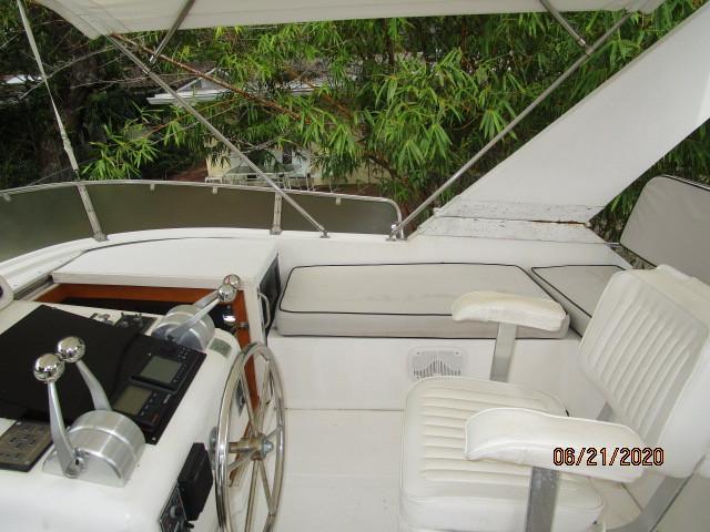 54' Ocean Alexander flybridge starboard