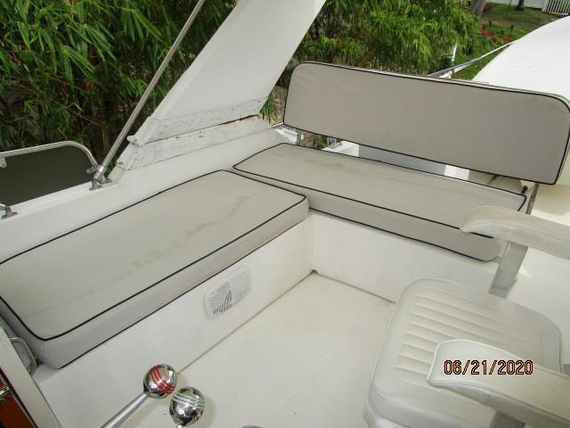 54' Ocean Alexander flybridge starboard seating