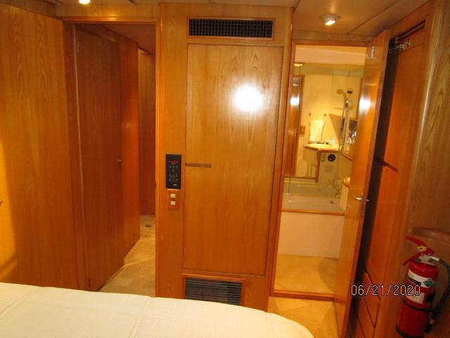 54' Ocean Alexander master stateroom aft