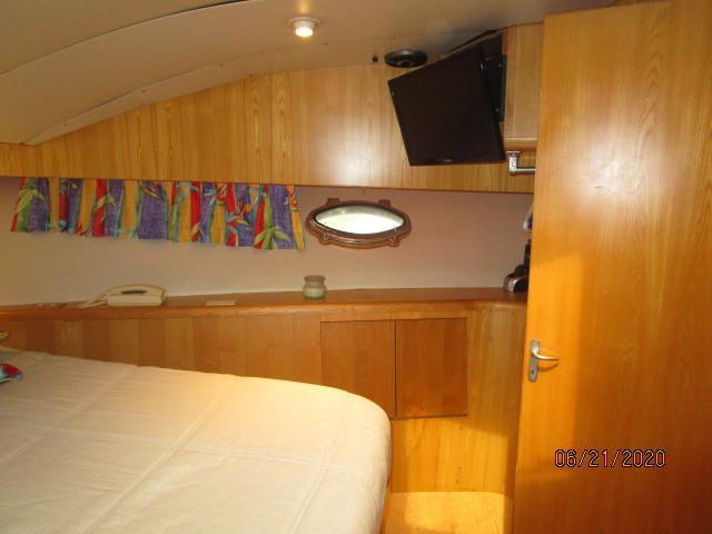 54' Ocean Alexander master stateroom starboard
