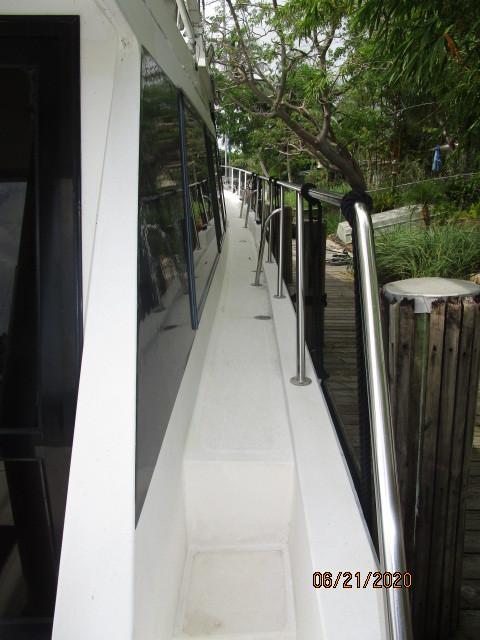 54' Ocean Alexander starboard side deck1