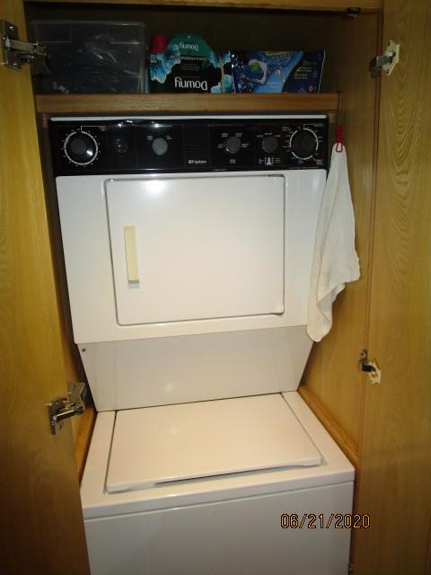 54' Ocean Alexander washer-dryer