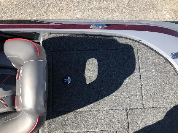2021 Nitro boat for sale, model of the boat is Z18 & Image # 27 of 31