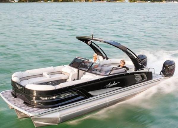 2021 Avalon Excalibur 27' Twin Elite Windshield thumbnail