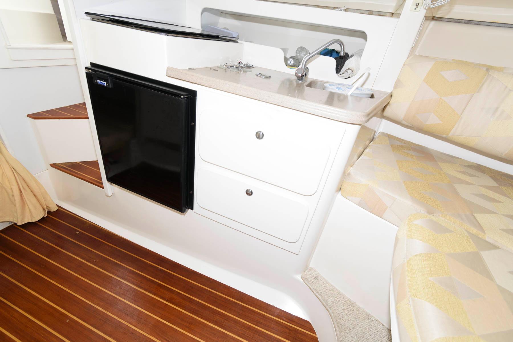 M 5875 PH Knot 10 Yacht Sales