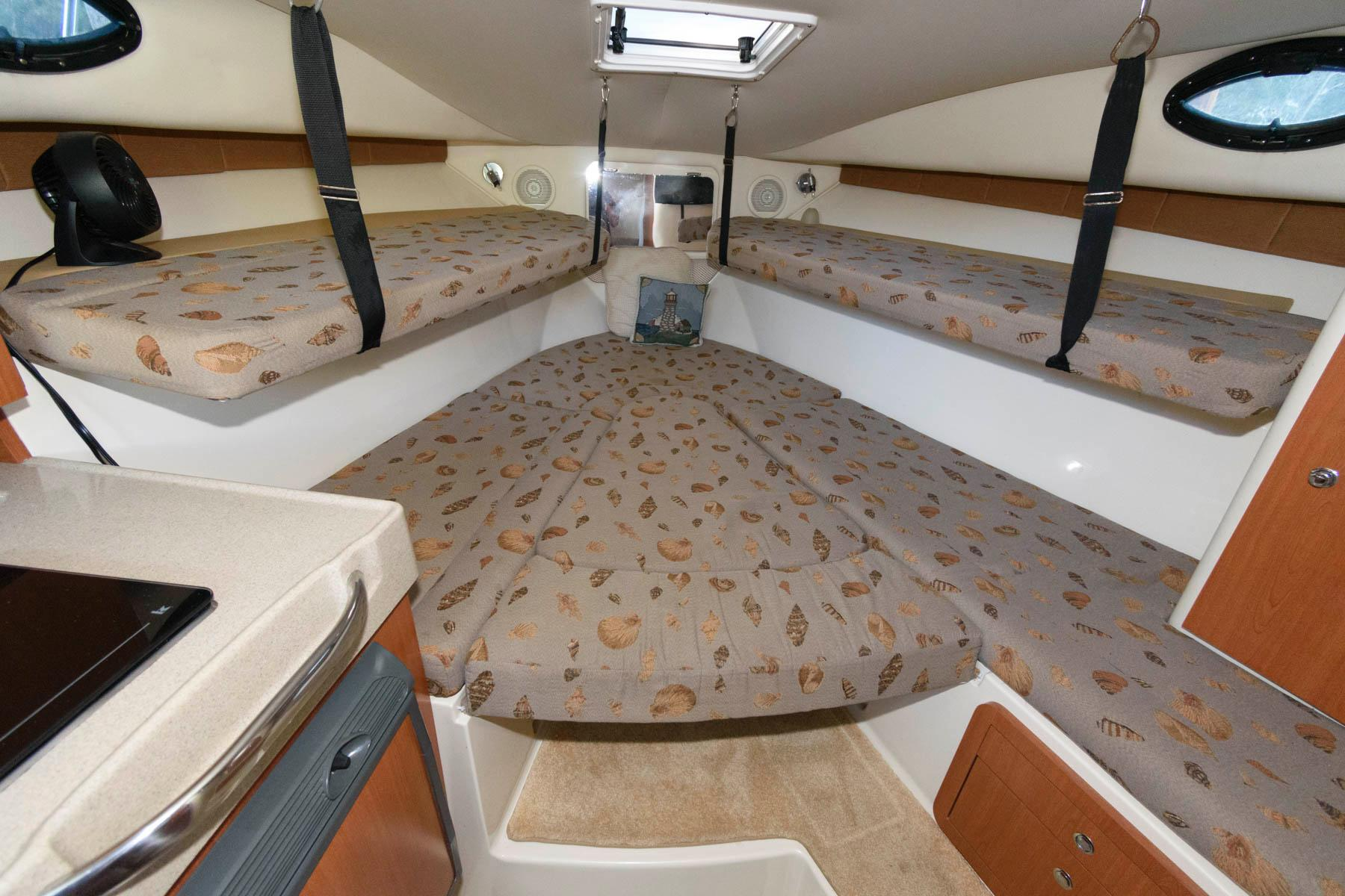 M 6499 BW Knot 10 Yacht Sales