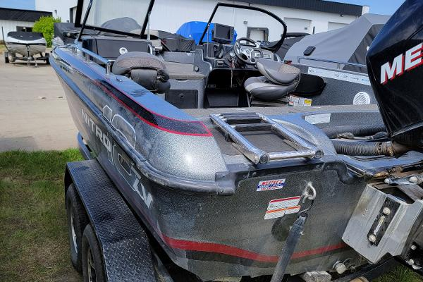 2016 Nitro boat for sale, model of the boat is ZV18 & Image # 2 of 14