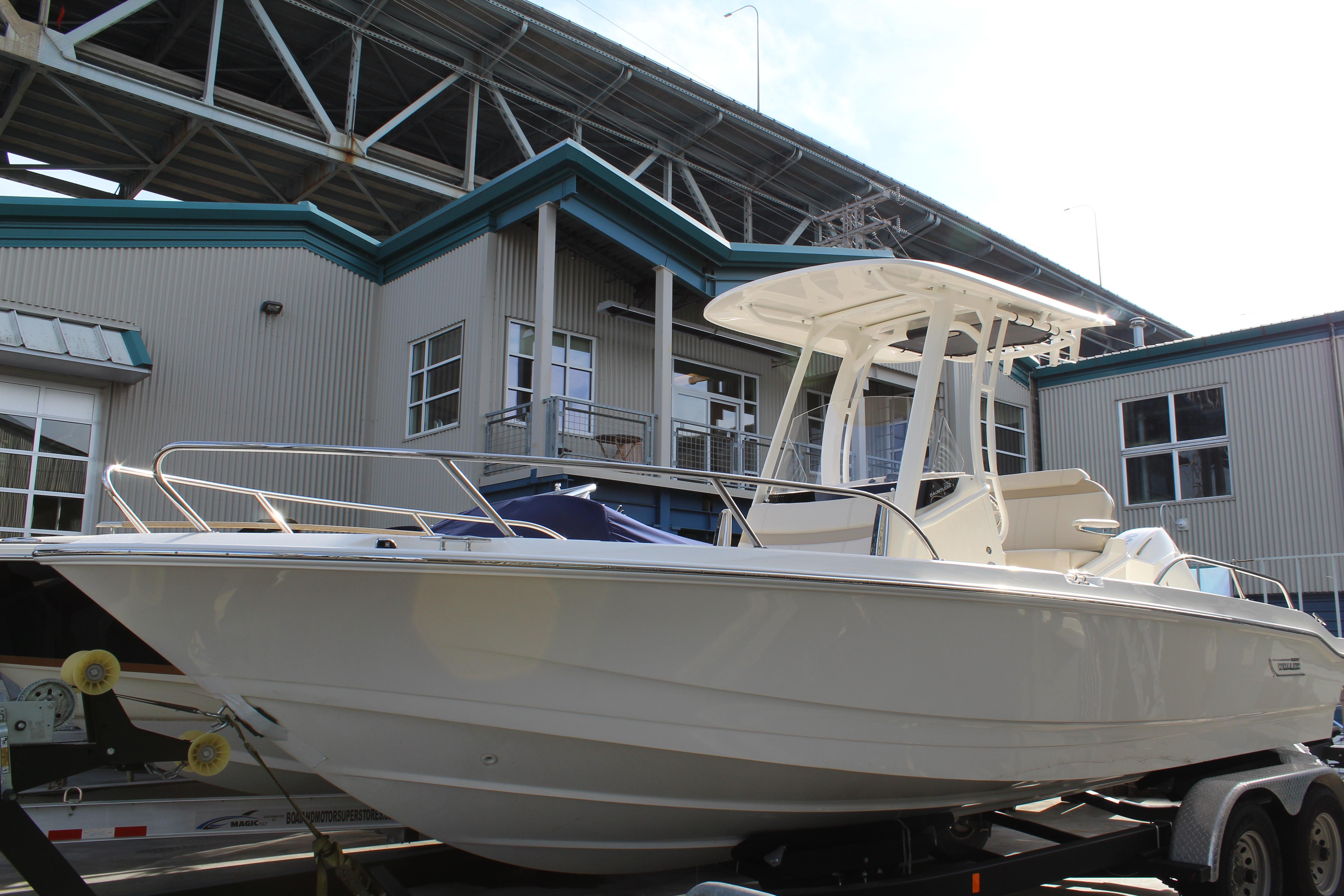 2022 Boston Whaler 220 Dauntless