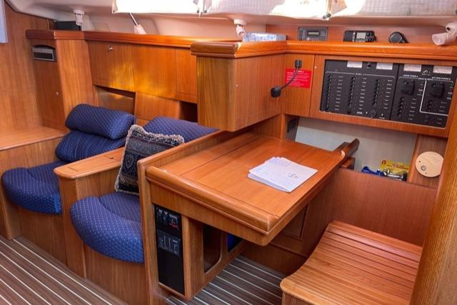 Starboard Side Saloon w/Nav Station