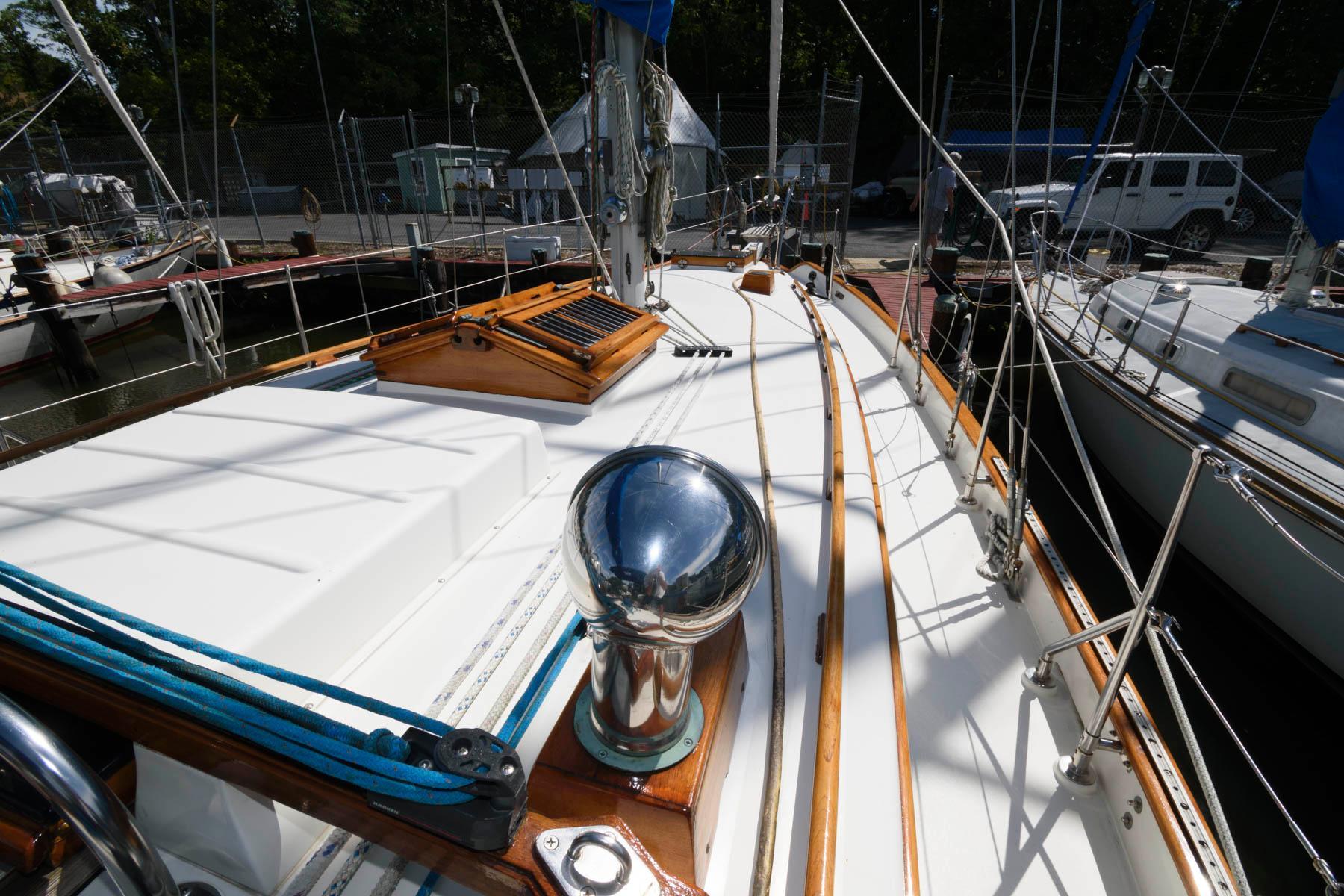 M 6485 JP Knot 10 Yacht Sales