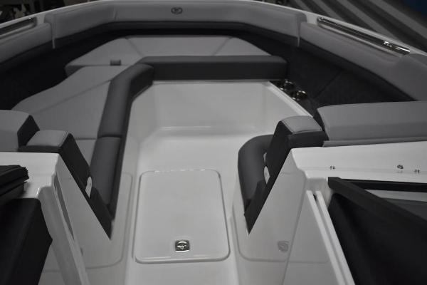 2021 Cobalt boat for sale, model of the boat is R8 & Image # 4 of 16