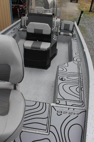 2021 Xpress boat for sale, model of the boat is H22B & Image # 7 of 12