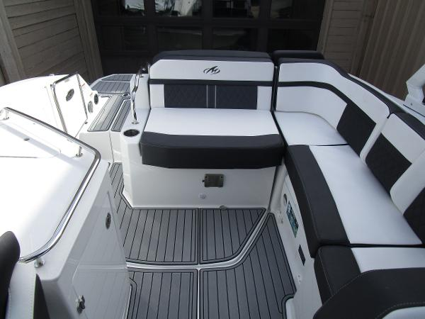 2021 Monterey boat for sale, model of the boat is M6 & Image # 9 of 37