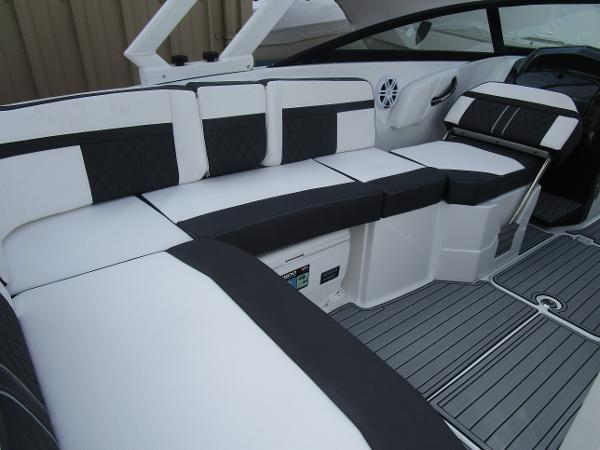2021 Monterey boat for sale, model of the boat is M6 & Image # 11 of 37