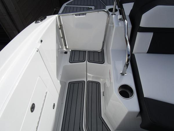 2021 Monterey boat for sale, model of the boat is M6 & Image # 15 of 37