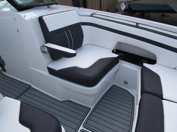 2021 Monterey boat for sale, model of the boat is M6 & Image # 28 of 37