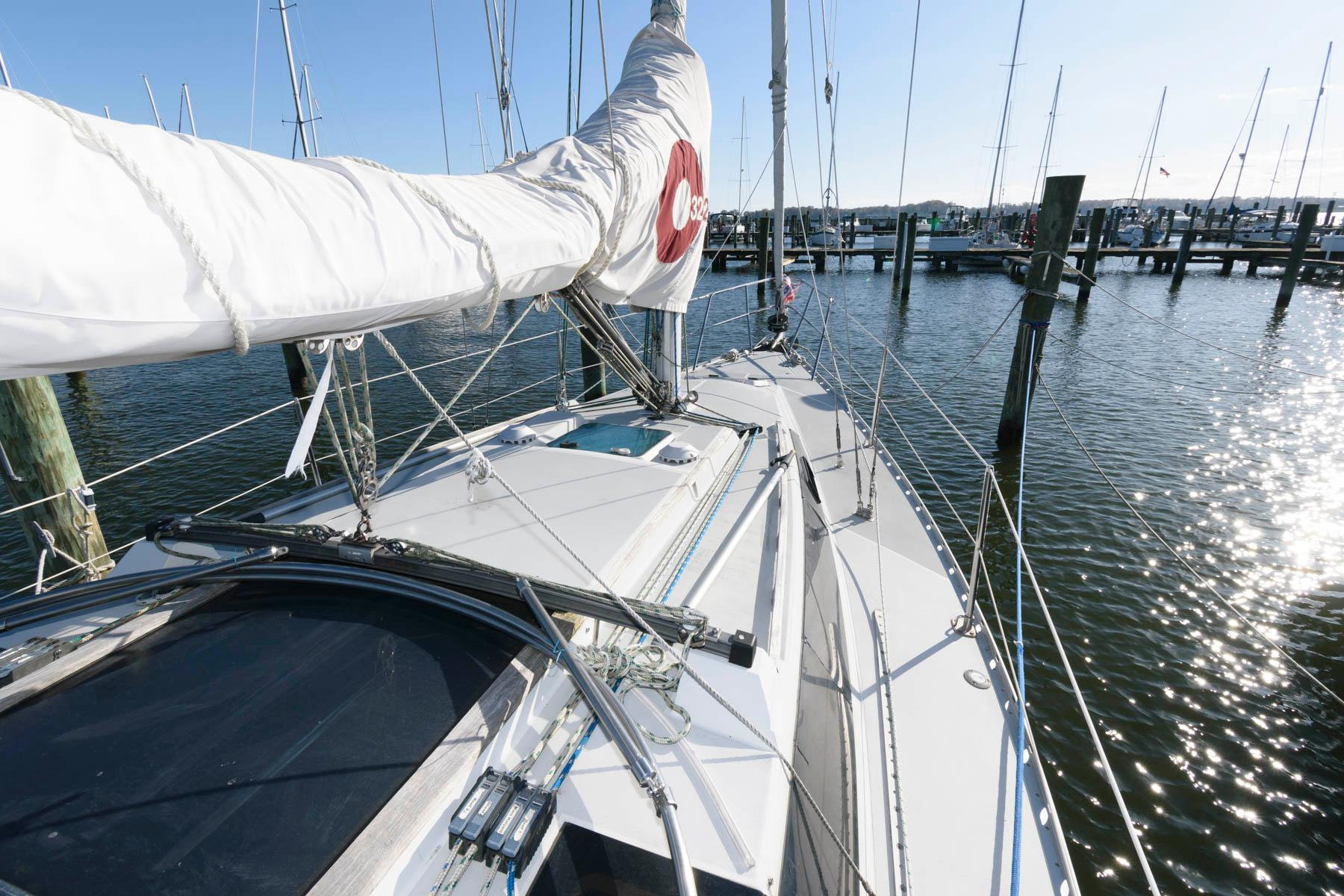 M 5835 SK Knot 10 Yacht Sales