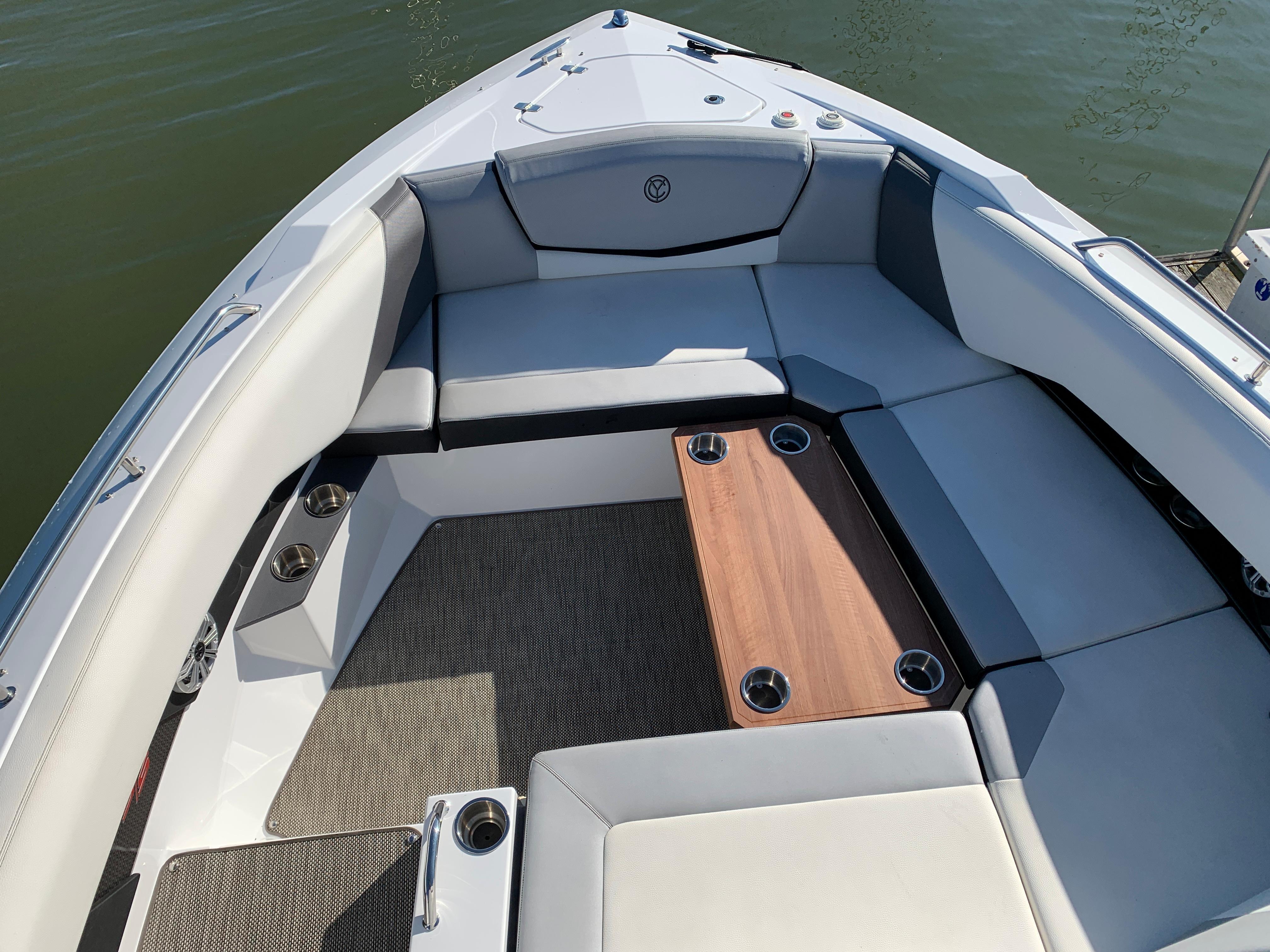 O 5781 HG Knot 10 Yacht Sales