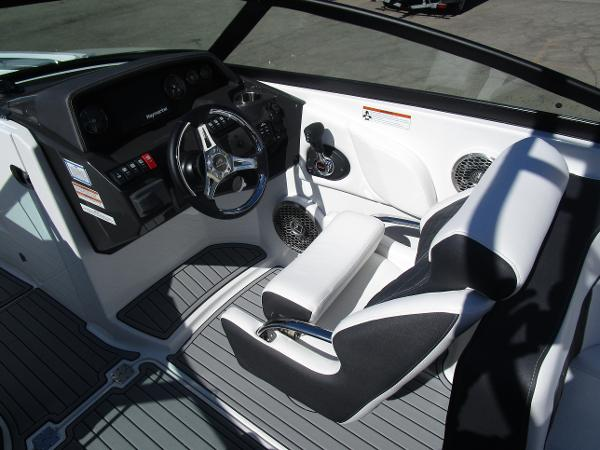 2021 Monterey boat for sale, model of the boat is M65 & Image # 13 of 21