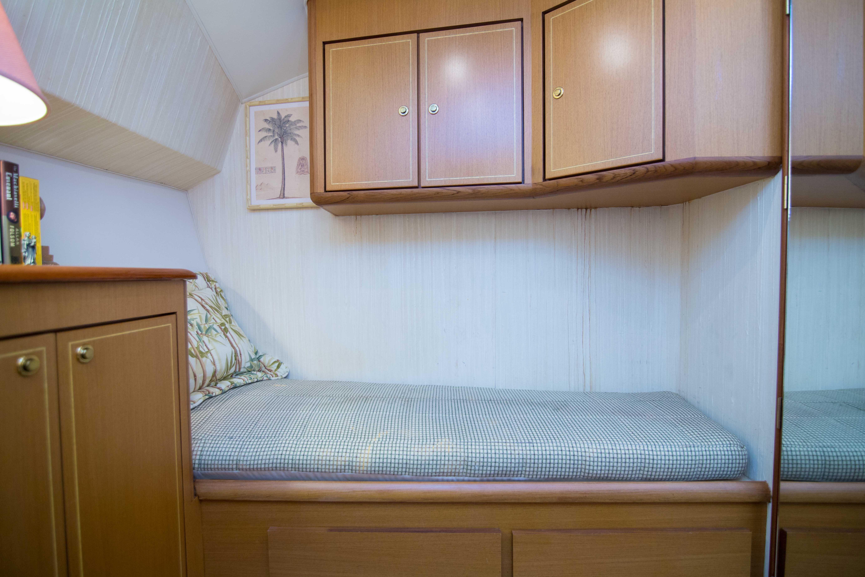 Guest Cabin-Port